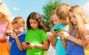 Reţelele de socializare: binele şi răul din viaţa copiilor